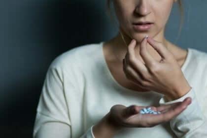 Kvinde tager pille, men frygter vægtøgning forbundet med psykoaktive stoffer