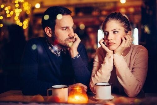 Kedsomhed i et forhold: Er det normalt?