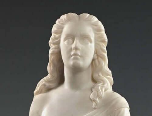 skulptur af kvinde