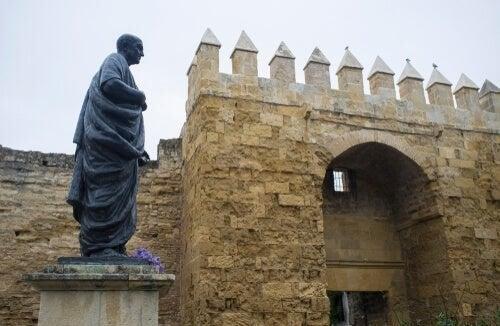 En statue af filosoffen i Spanien