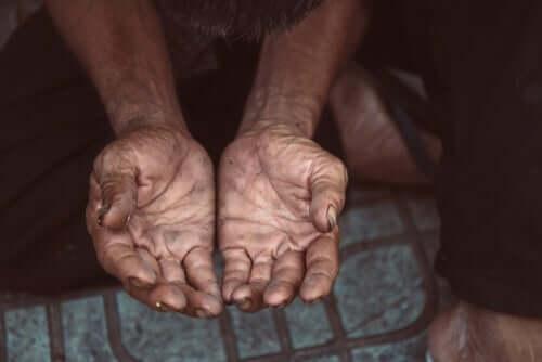 åbne hænder, der ønsker hjælp
