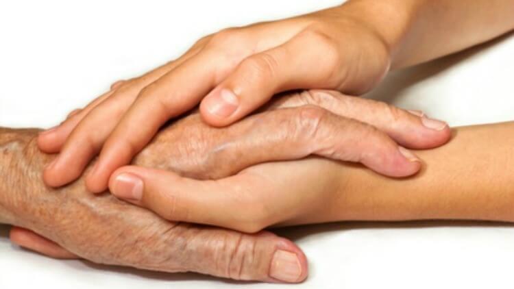 To hænder rører ved hinanden