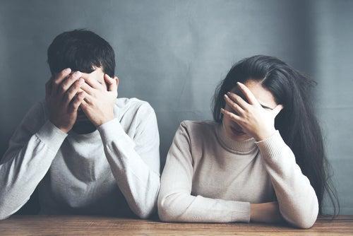 Selvdestruktive former for adfærd i forhold
