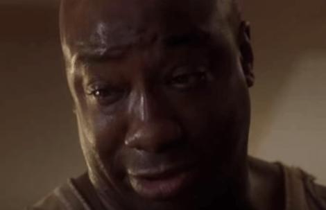 John Coffey i The Green Mile ser ned med tårer i øjnene