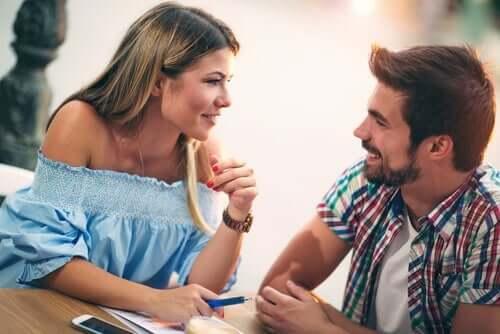 Er kvinder, der spiller kostbare, mere attraktive?