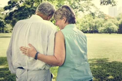 ældre par i park