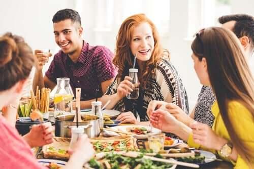 folk, der spiser sammen