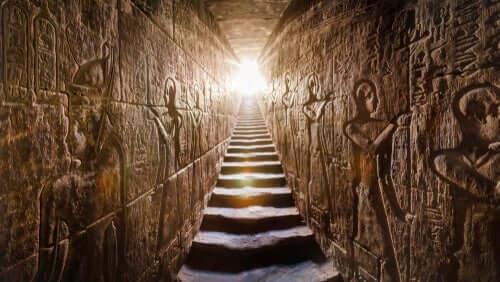 Pyramide ses indvendig som en del af egyptisk kultur