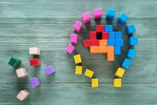 Tetrisbrikker danner hoved og sind