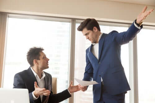to mænd på arbejdsplads er i konflikt og illustrerer problematiske folk