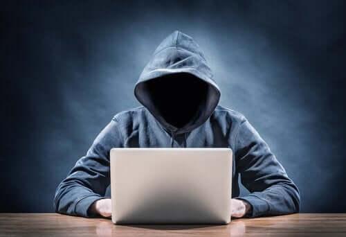4 karakteristika af online forbrydere