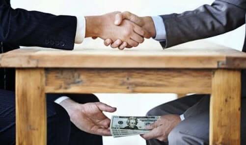 Aftale med penge under bordet