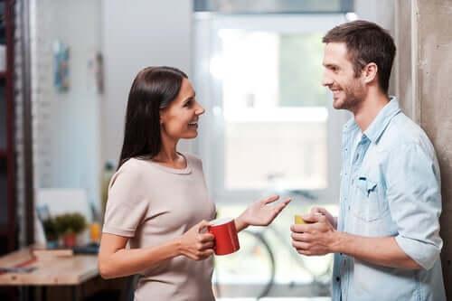 Ansigt til ansigt - afstand i den verbale kommunikation