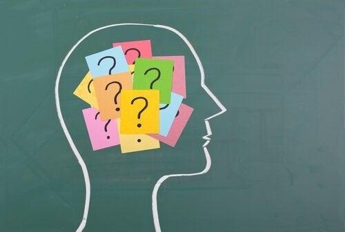 Hjerne, der er blevet erstattet af spørgsmålstegn