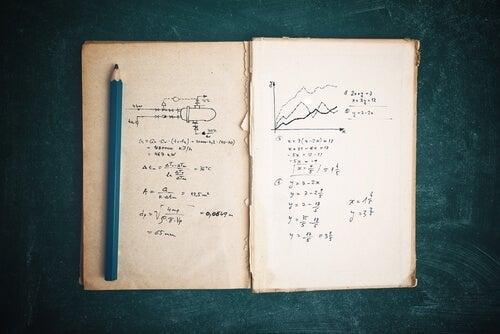 notesbog på bord