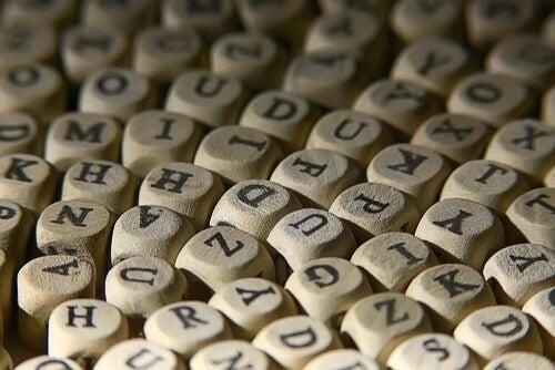 Eufemismer symboliseres af terninger med bogstaver