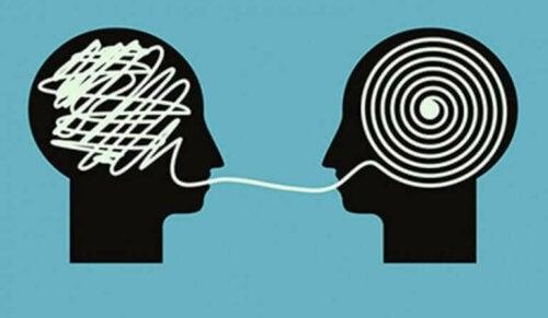 At rette på en person, der har en forkert opfattelse