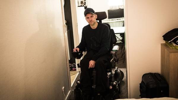 Mennesker med handicap sidder nogle gange i kkørestol