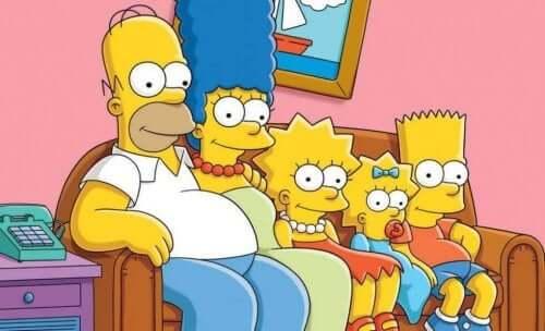 Familien Simpson samlet i sofaen