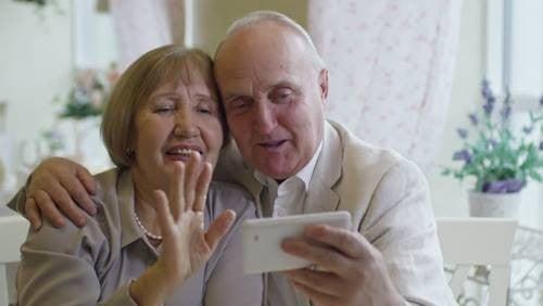 Hold kontakten til bedsteforældre under corona-krisen