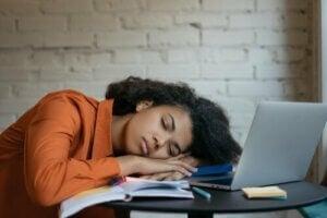 Overdreven træthed (hypersomni)