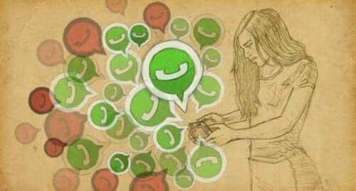 Kvinde med telefon anvender tekstbeskeder i parforhold