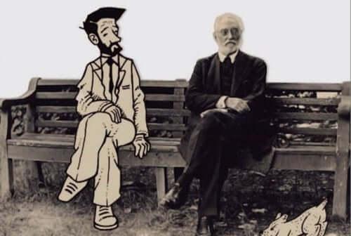 Mand og animation på en bænk