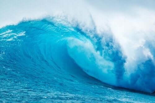 Metaforen med bølgerne på stranden