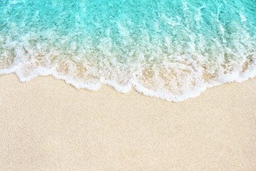 Bølger på en strand