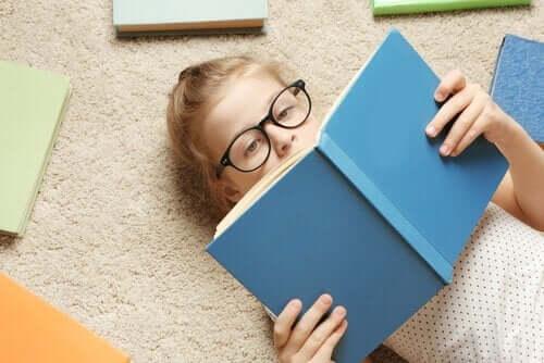 Pige, der læser