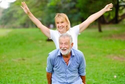 Ung kvinde med ældre mand