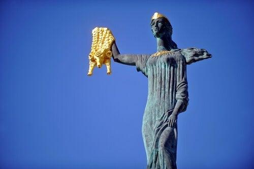 statue af kvinde