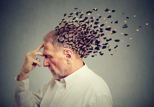 Ældre mand, hvis hoved bliver opløst i små stykker