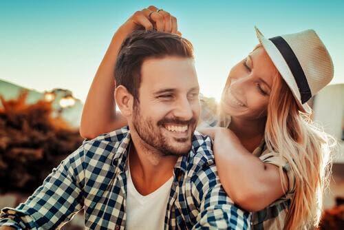 Sådan kan man skelne mellem kærlighed og venskab