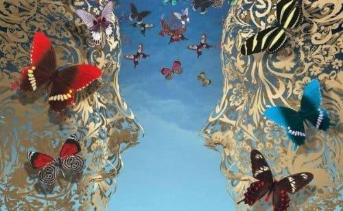 Ansigter med sommerfugle