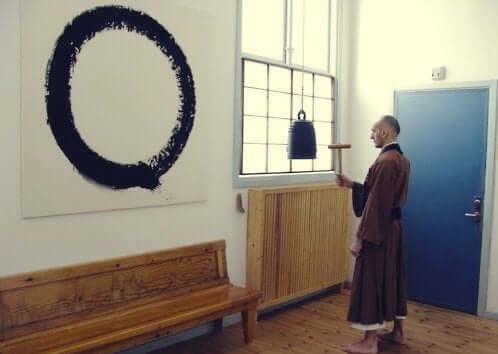 Billede af cirkel på væg