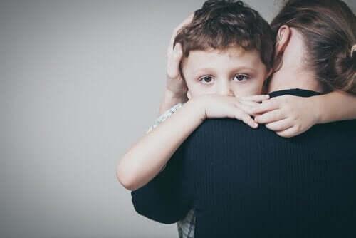 Børn med angst: Symptomer og behandling