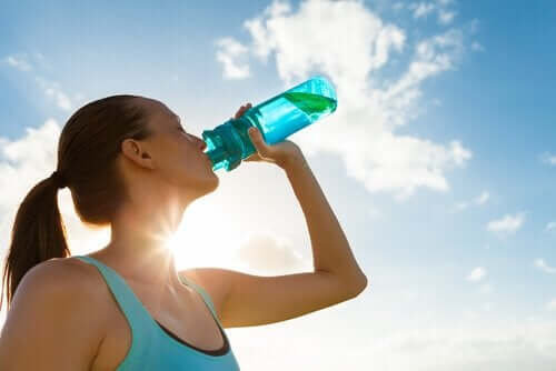 Fem grunde til at begynde at drikke mere vand