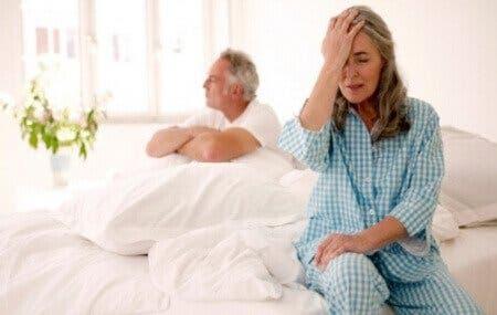 Frustreret ældre par