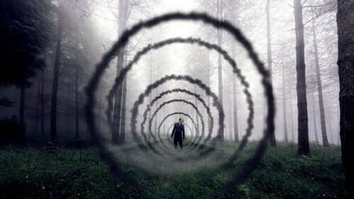En tunnel i skoven