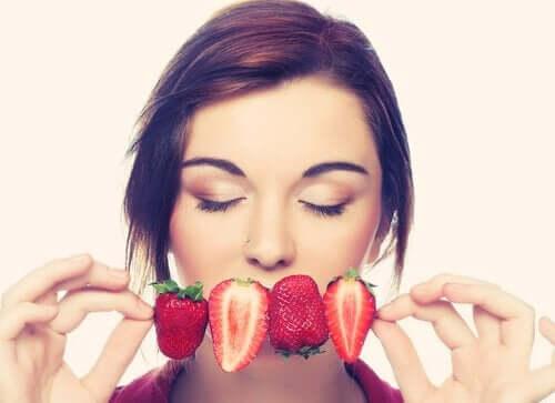 Prøv mindful spisning med disse fem vaner