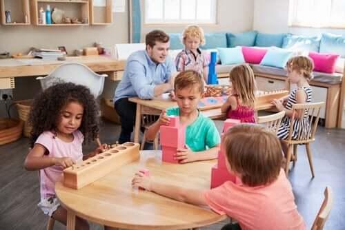 Maria Montessori: Kvinden, der ændrede skolingen
