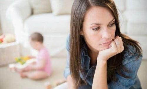 Mor har depression efter adoption