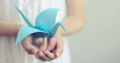 Papirfugl i hænder