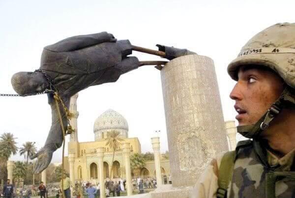 Statue med Saddam Hussein væltes som eksempel på rammeteori