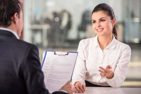 Kvinde til jobsamtale