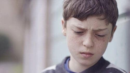 Bipolare børn illustreres af frustreret dreng