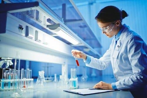 Kvinder kan roligt begynde at interessere sig for videnskab