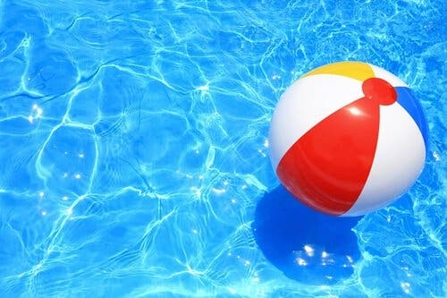 Pool med bold