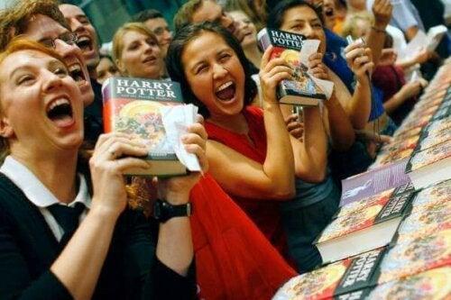 Vilde fans med bøger